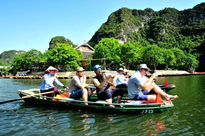 Previously, Jordan Vogt-Roberts introduced Director Gareth Edwards on Trang An, Ninh Binh.