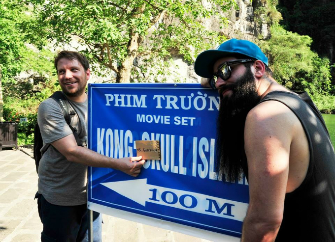 They both filmed Kong: Skull Island and Gareth Edwards humorously insert a Gozilla paper, just a film remake of the film that made his name, Gozilla.