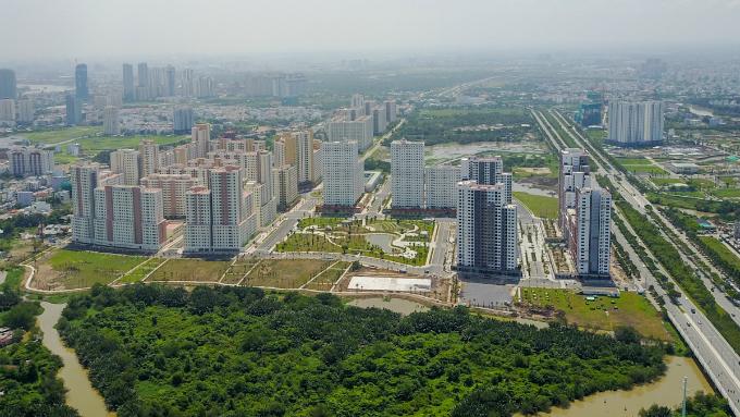 across-the-river-saigon-assembles-its-new-business-suburb-8