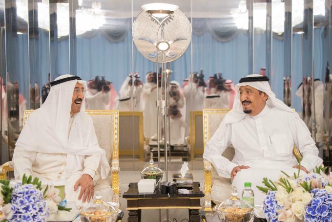 Saudi Arabias King Salman bin Abdulaziz Al Saud (R) meets with Emir of Kuwait Sabah Al-Ahmad Al-Jaber Al-Sabah in Jeddah, Saudi Arabia, June 6, 2017. Photo by Bandar Algaloud/Courtesy of Saudi Royal Court/Handout via Reuters