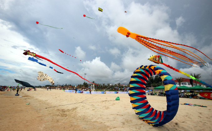 colorful-kites-and-music-rock-the-sky-in-hoi-an