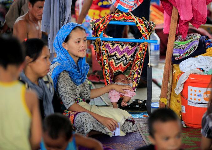 Philippine war refugees facing deadly health risks
