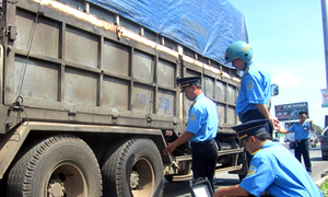 Vietnamese gang charged for bribing police to get free passes for overloaded trucks