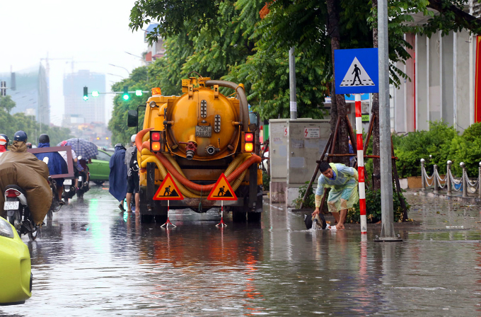 Water drainage vehicles are mobilized to the street.