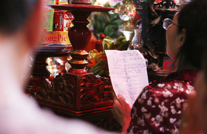 students-search-for-luck-at-hanoi-temple-before-exam-of-their-lives-4