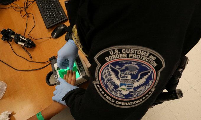 U.S. judge asked to expand order blocking Iraqis' deportation