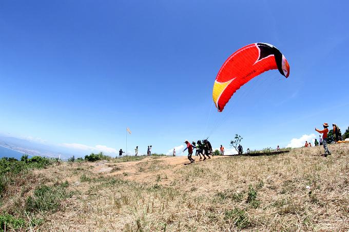flying-over-da-nang