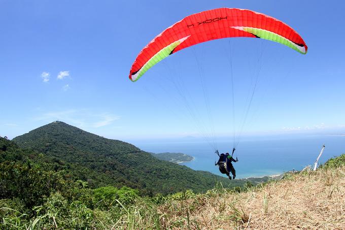 flying-over-da-nang-1