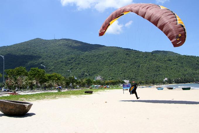 flying-over-da-nang-5