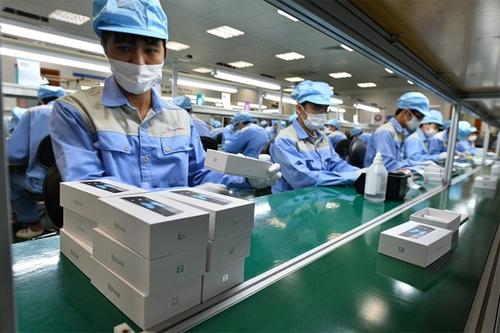 Cut off: Tech firm signals death of Vietnamese-built smartphone
