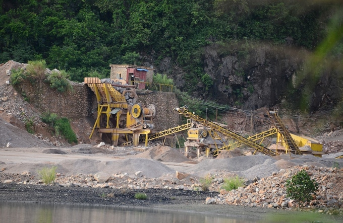 plug-pulled-on-vietnams-ha-long-bay-mining-project-3