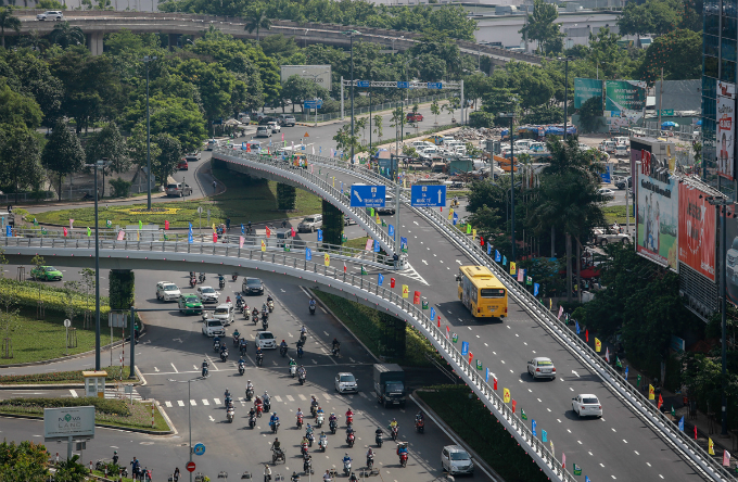 traffic-takes-off-on-new-overpasses-to-saigon-airport-1