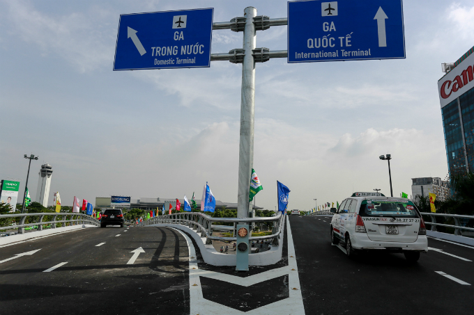traffic-takes-off-on-new-overpasses-to-saigon-airport-2