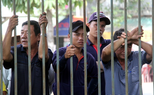 trucker-sentenced-to-6-years-in-prison-for-ploughing-down-traffic-officer-in-southern-vietnam-1