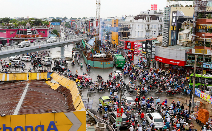 in-saigon-dealing-with-gridlock-means-causing-more-gridlock-first