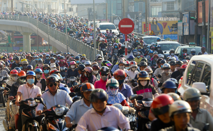 in-saigon-dealing-with-gridlock-means-causing-more-gridlock-first-1
