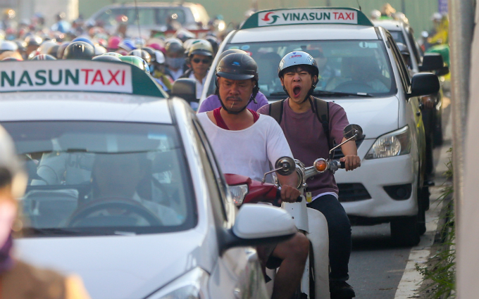 in-saigon-dealing-with-gridlock-means-causing-more-gridlock-first-2