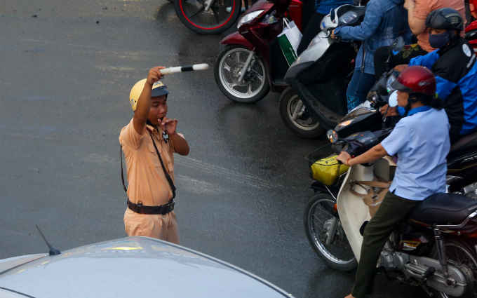 in-saigon-dealing-with-gridlock-means-causing-more-gridlock-first-7