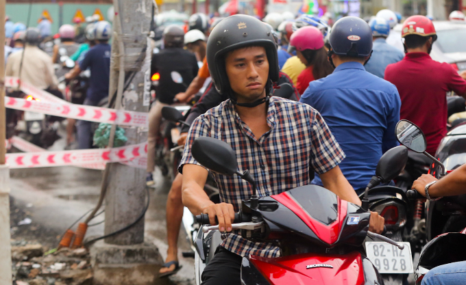 in-saigon-dealing-with-gridlock-means-causing-more-gridlock-first-5