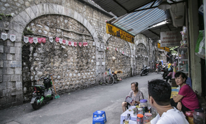 Under the bridge: Hanoi's railway residents skeptical about renovation plan