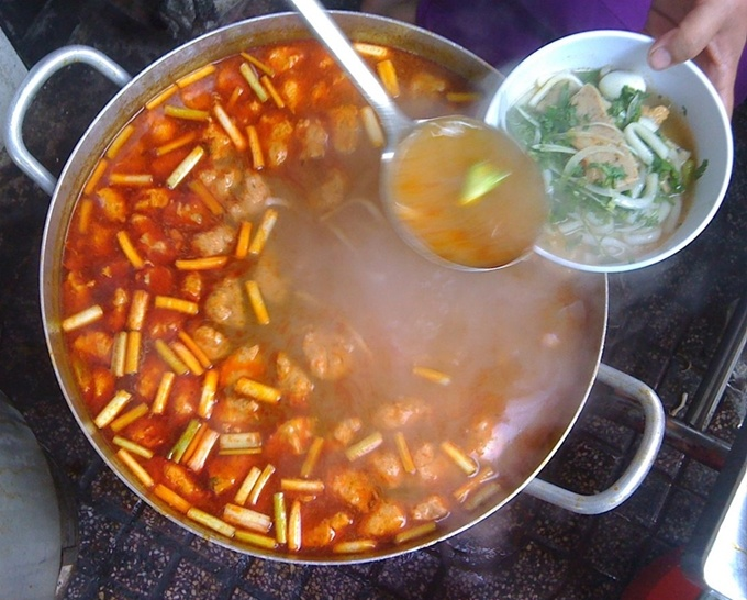 serving-up-a-storm-da-nang-market-gives-you-a-true-taste-of-vietnamese-street-food-2