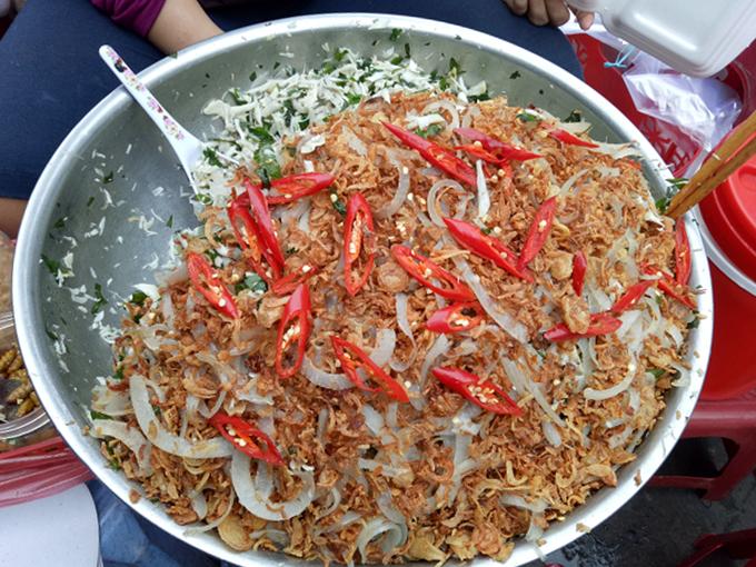 serving-up-a-storm-da-nang-market-gives-you-a-true-taste-of-vietnamese-street-food-3