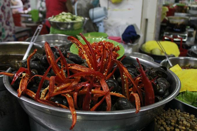 serving-up-a-storm-da-nang-market-gives-you-a-true-taste-of-vietnamese-street-food-4