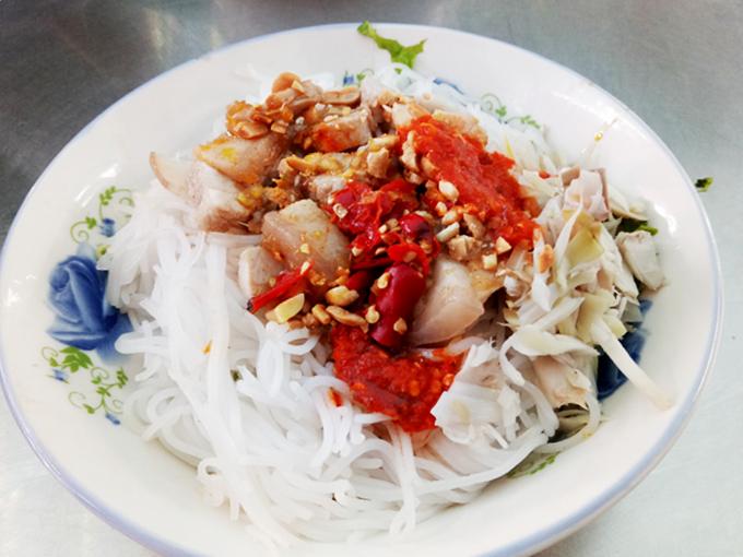 serving-up-a-storm-da-nang-market-gives-you-a-true-taste-of-vietnamese-street-food-6