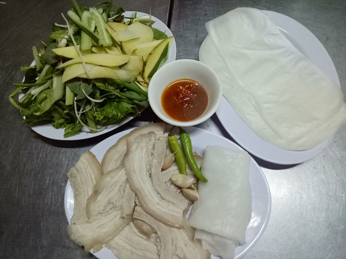 serving-up-a-storm-da-nang-market-gives-you-a-true-taste-of-vietnamese-street-food-7