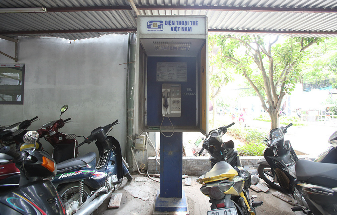 There are only five phone boxes left in Hanoi, located in Thanh Xuan district. All of them are out of order.