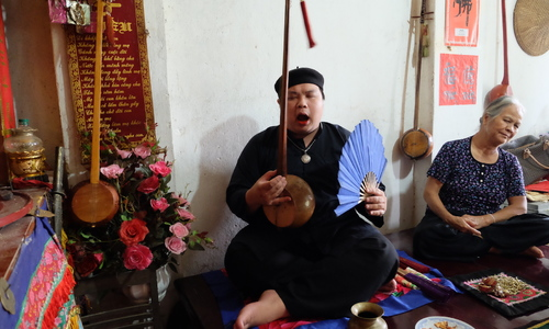 Shaman's chant rises above stigma in Vietnam's misty mountains
