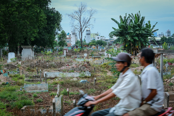 in-saigon-life-gets-tougher-in-the-land-of-the-dead