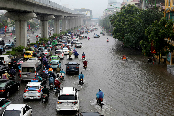 tropical-storm-talas-adds-to-monday-blues-for-many-in-hanoi-ed