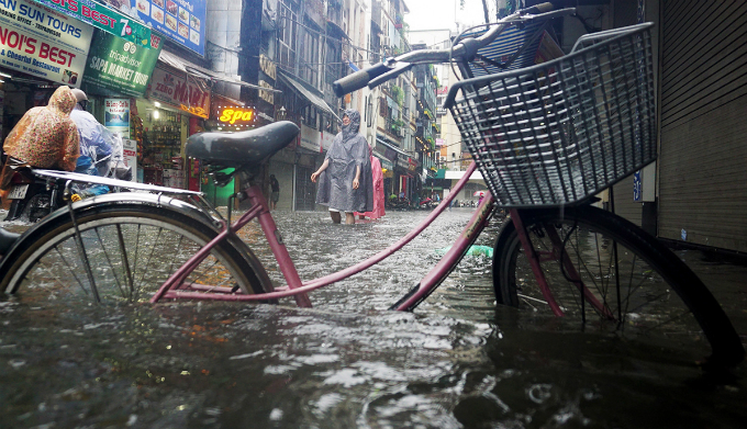 tropical-storm-talas-adds-to-monday-blues-for-many-in-hanoi-ed-6