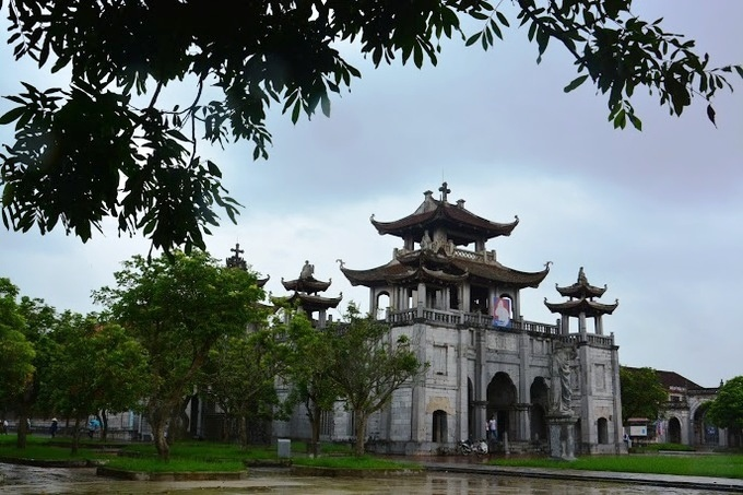 10-churches-with-curious-nicknames-on-a-tour-of-vietnam-ed-2