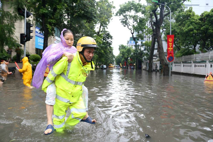 tropical-storm-talas-adds-to-monday-blues-for-many-in-hanoi-ed-1