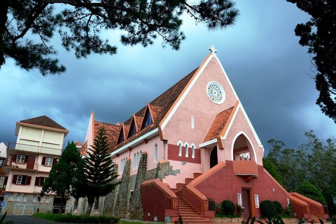 10-churches-with-curious-nicknames-on-a-tour-of-vietnam-ed-5