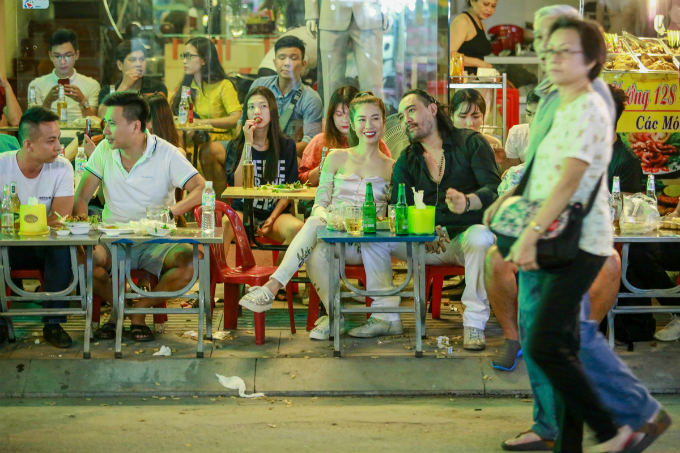 this-is-what-saigons-backpacker-walking-street-looks-like-these-days-8