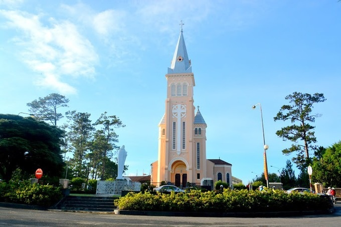 10-churches-with-curious-nicknames-on-a-tour-of-vietnam-ed-6