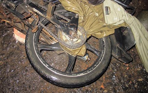Vietnamese man choked to death by raincoat caught in motorbike wheel