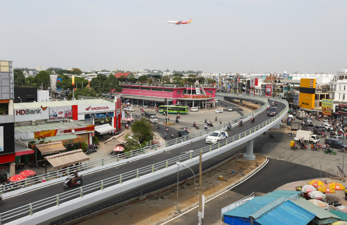 the-flying-curves-that-are-lifting-saigon-traffic-6