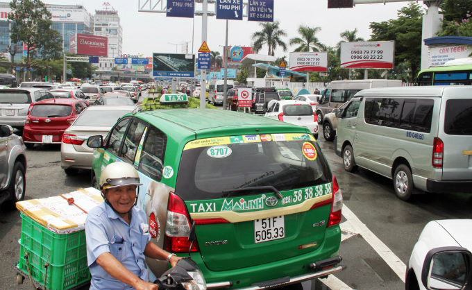 traffic-left-paralyzed-for-hours-on-roads-to-saigon-airport-2