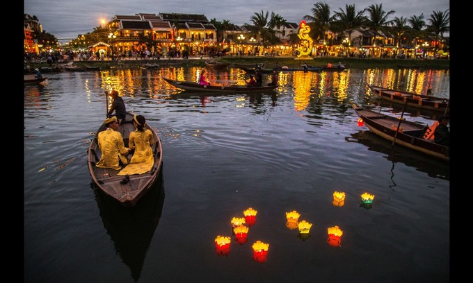 Hoi An's floating lanterns shine as one of CNN's top global travel moments