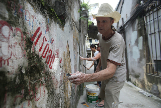 us-veteran-gives-hanois-walls-a-fresh-coat-of-paint-with-a-little-help-from-his-friends-1