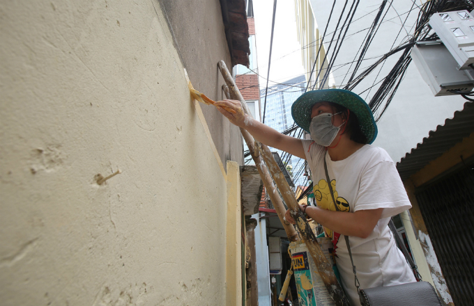 us-veteran-gives-hanois-walls-a-fresh-coat-of-paint-with-a-little-help-from-his-friends-4