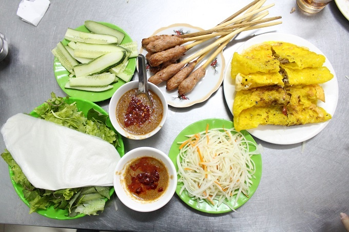 30-years-and-still-going-strong-a-banh-xeo-in-legacy-in-central-vietnam-6