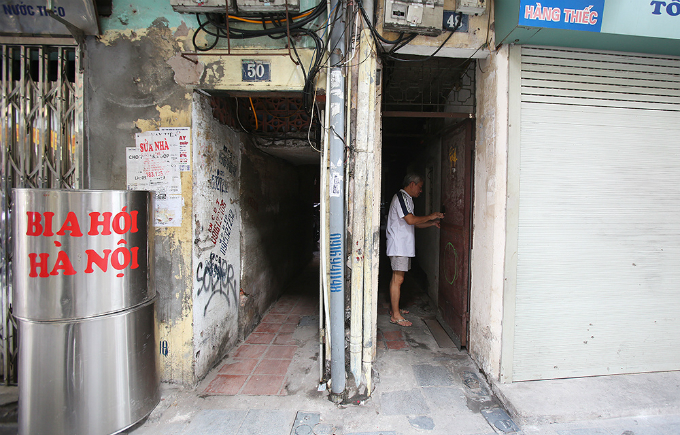 squeezing-through-hanois-alleys-where-size-really-does-matter