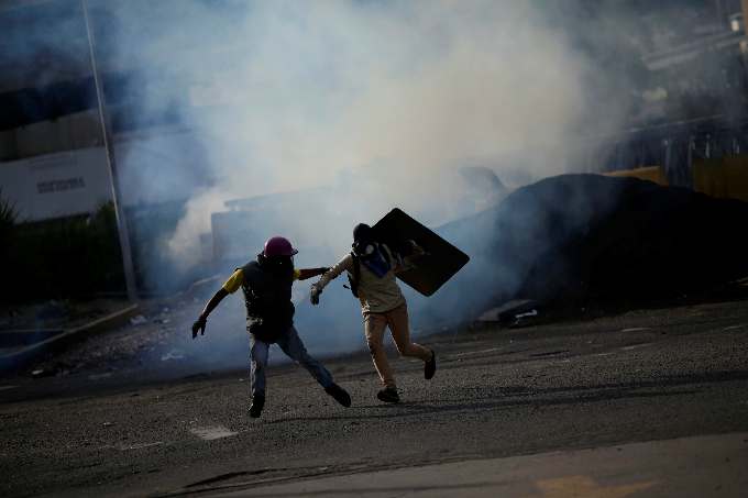clashes-kill-five-as-venezuela-crisis-deepens-ahead-of-vote-2
