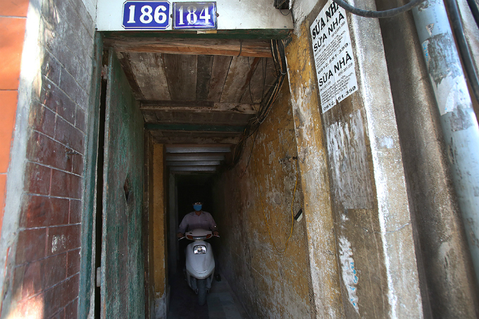 squeezing-through-hanois-alleys-where-size-really-does-matter-4