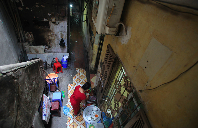 squeezing-through-hanois-alleys-where-size-really-does-matter-6